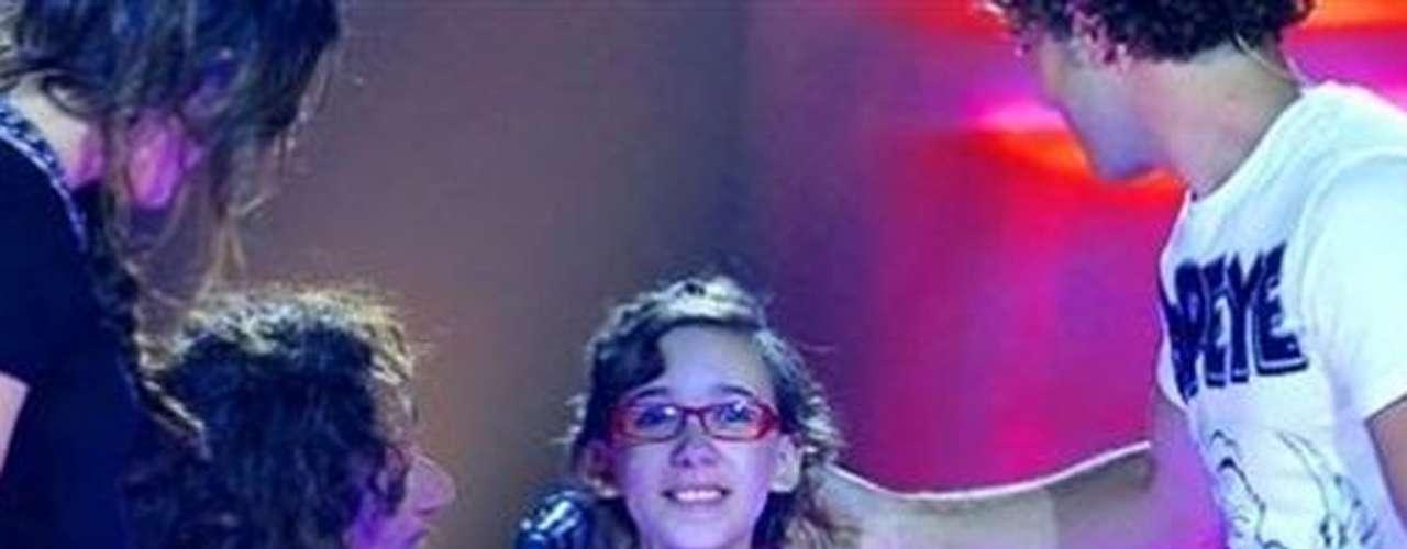 Iralia La Torre, concursante de 'La Voz Kids' en España, falleció víctima de cáncer el 11 de marzo de 2014, cuando sólo tenía 11 años. La familia de la pequeña agradeció las condolencias y pidió donaciones para una organización que apoya a niños que padecen la enfermedad.