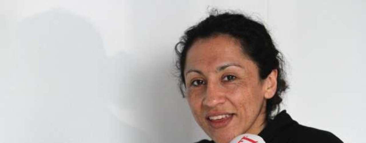 """La """"Crespa"""" Rodríguez se ganó a punta de golpes su lugar en esta competencia. Y es que con todos los golpes que la llevaron a ser la campeona mundial de boxeo femenino, tiene más de una oportunidad. Y es que la """"crespa"""" viene a representar a todas las mujeres deportistas de nuestro país, que también tienen su lugar en la cumbre guachaca."""