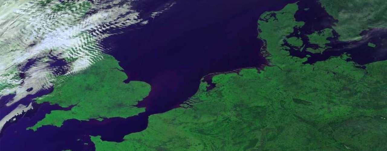 También el 14 de marzo, la Agencia Espacial Europea (ESA) publicó en su sitio electrónico una imagen del viejo continente, visto el satélite miniatura Proba-V, que fue lanzado en mayo de 2013.