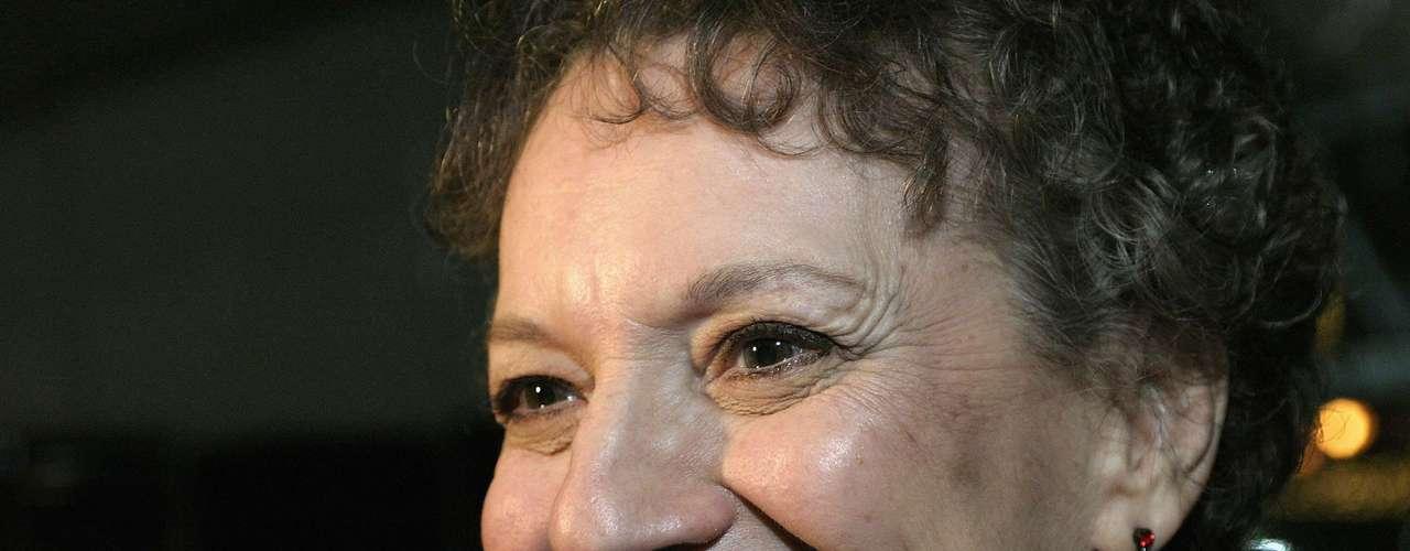 Phyllis Frelich.- La actriz sordomuda galardonada con un premio Tony murió el 10 de abril a los 70 años.Frelich murió en su casa en Temple City, California, dijo su esposo, Robert Steinberg. La actriz sufría una inusual enfermedad neurológica degenerativa llamada parálisis supranuclear progresiva (PSP) para la que no hay tratamiento.