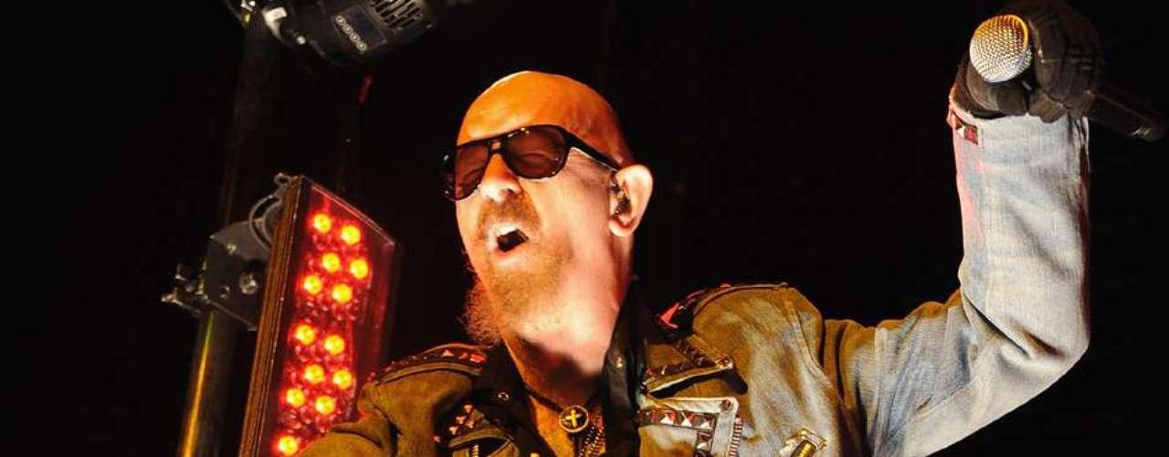 En 1998, Rob Halford, a siete años de abandonar Judas Priest, dijo públicamente que era gay. El metalero salió del clóset quince años antes que Ricky Martin y sus verdaderos fans se lo perdonaron. El músico dijo en 2010 que \