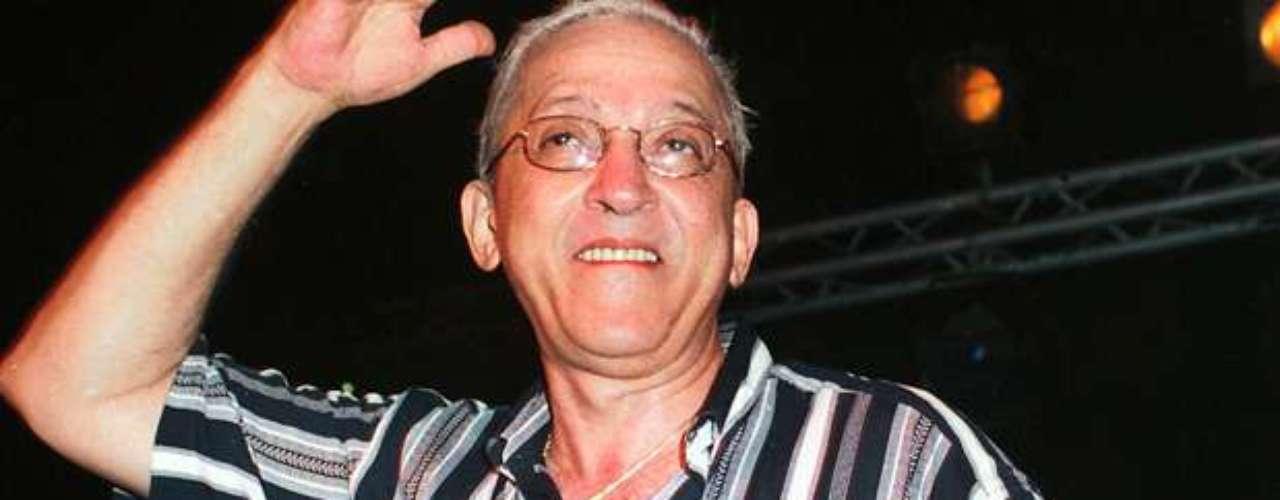 Juan Formell.El afamado músico cubano, quien por más de cuatro décadas fue el alma de la legendaria agrupación, falleció el jueves 1 de mayo de 2014, en la Habana, Cuba, informó la televisión nacional. Tenía 71 años.