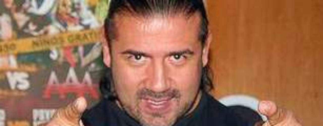 El luchador Héctor Garza falleció el domingo 26 de mayo de 2013 víctima de cáncer pulmonar. En octubre del año pasado anunció su retiro de los cuadriláteros después de que le diagnosticaron dicho problema de salud.