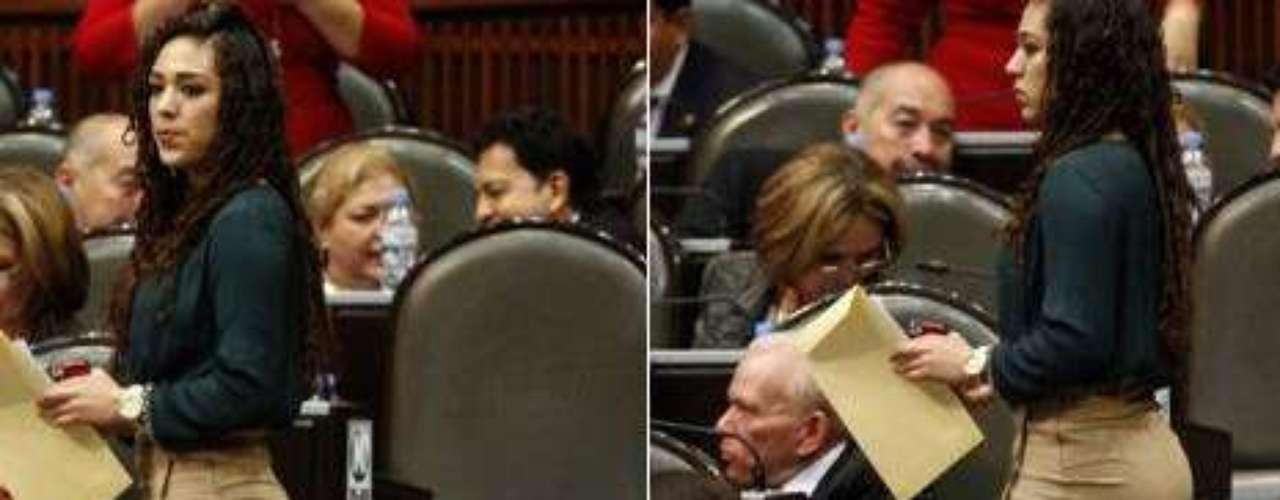 La diputada federal del PRD, Crystal Tovar Aragón, causó revuelo en las redes sociales luego de que se divulgara una fotografía en la cual se puede ver a la legisladora portando una falda entallada y muy corta.