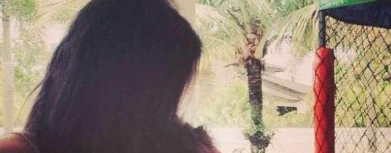 Un día después, 12 de febrero, los dos asumieron estar de novios durante el Carnaval en Marquês de Sapucaí, en Río de Janeiro. Después de ello, Marquezine, 17 años, posteó una foto abrazada al jugador Neymar, 21 años, en su perfil de Instagram.
