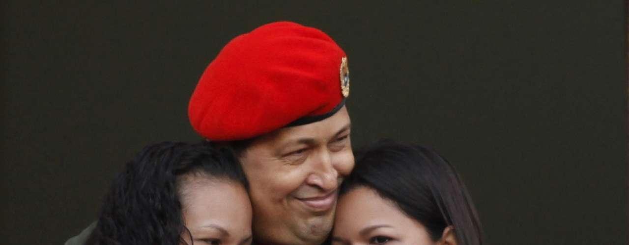 El líder venezolano, junto a sus hijas