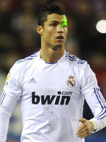 Los fanáticos rivales intentan incomodar a Ronaldo a menudo apuntándole rayos lásers a la cara, pero esto no parece molestar al delantero del Real Madrid.