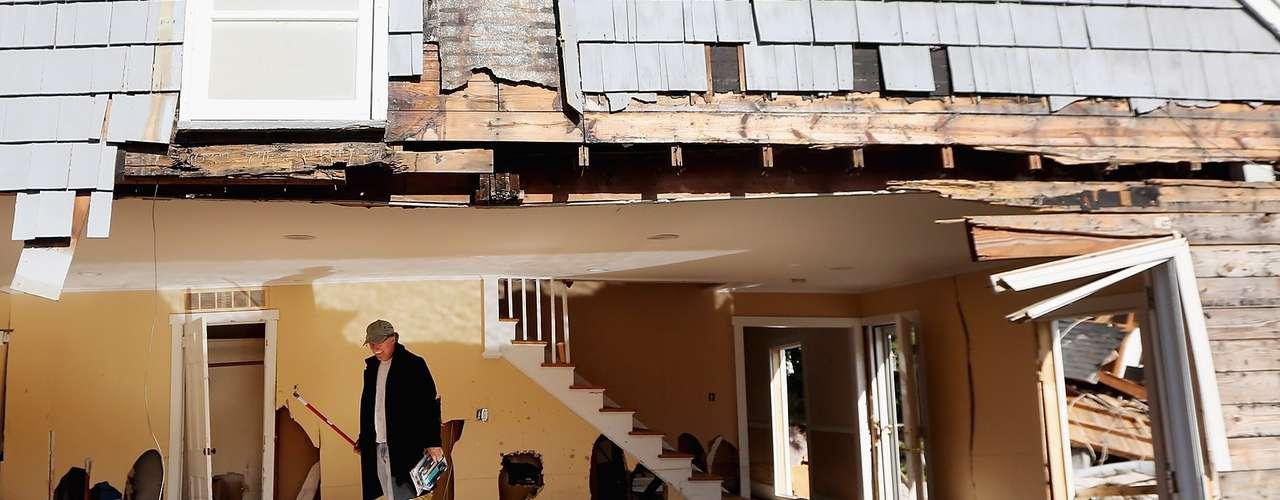 Lo contrario ocurrió en Estados Unidos. Un 67 por ciento de los daños asegurados provinieron en 2012 de ese país, que sufrió tres de las cinco grandes catástrofes del año, incluyendo una serie de tornados en marzo, una gran sequía y el huracán \