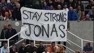 Emotivo homenaje a Jonás Gutiérrez en el Newcastle Video: