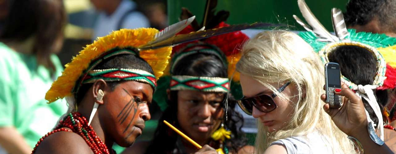 Unos 1.600 indígenas brasileños y extranjeros participan de la Cumbre de los Pueblos.