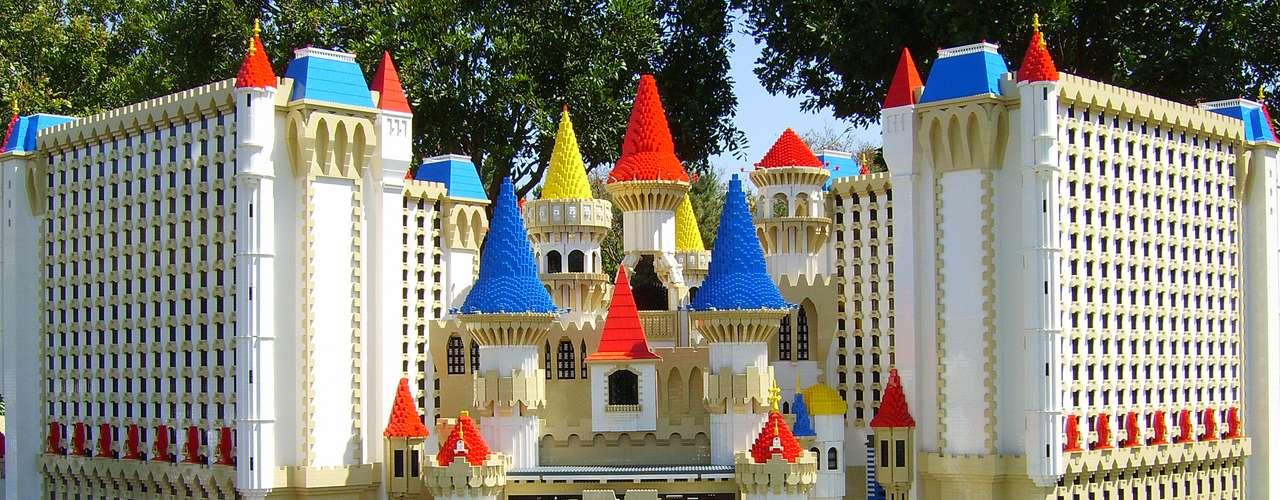 El hotel de legoland espera recibir millones de visitantes al año, como parte del resort de Legoland, donde hay parques y juegos para toda la familia.