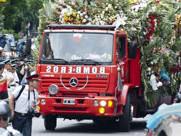 http://p1.trrsf.com/image/fget/cf/67/51/images.terra.com/2014/02/06/tragedia-de-barracas-funeral-bomberos-cuartel-na.jpg