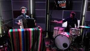 Marcelo Jeneci apresenta canções do novo disco 'De Graça