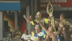 Foliões fazem a festa com a taça na quadra da Unidos da Tijuca Video: