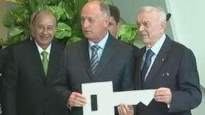 Marin entrega as chaves da nova Granja Comary a Felipão; veja Video: