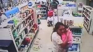 Produtos caem e clientes fogem de farmácia durante tremor Video: