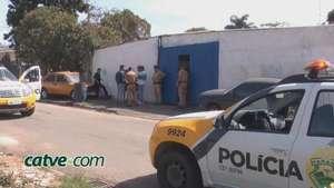 Durante assalto, bandidos trocam tiros com PM e um suspeito acaba morto Video: