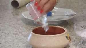 Aprenda a fazer um creme caseiro para hidratar os pés Video: