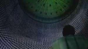 Exposição em tanque de gás mescla luz, tecnologia e beleza Video: