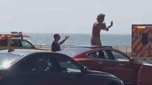 Motorista surta e fica nu no meio de rodovia Video: