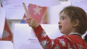 Mulheres e crianças dão charme à final da Liga Europa; veja Video: