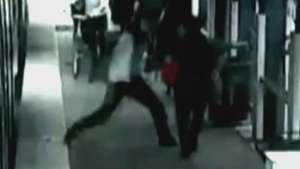 Passageiro leva soco no rosto sem motivos em plataforma Video: