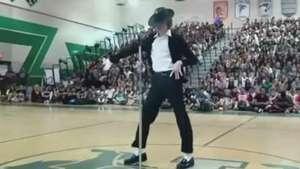 Aluno imita Michael Jackson e rouba a cena nos EUA; veja Video: