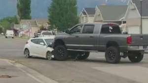 Adolescente rouba carro e invade parque em alta velocidade Video: