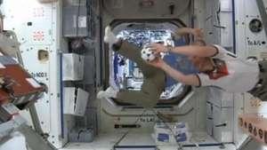 Astronautas mandam recado para seleções direto do espaço Video: