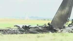 Câmera registra destroços de avião que caiu após ataque Video: