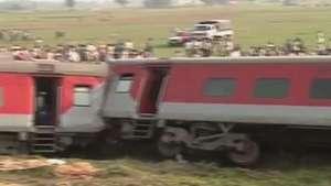 Trem descarrila e mata quatro na Índia Video: