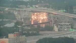 Veja imagens de implosão de ponte de 55 anos nos EUA Video: