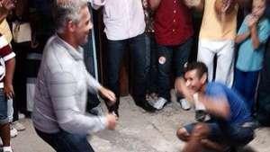 Romário tira onda de capoeirista no Rio de Janeiro; veja Video: