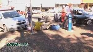 Veículos fecham moto e causam acidente Video: