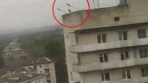 Suposto ladrão morre ao cair de prédio e câmera registra Video: