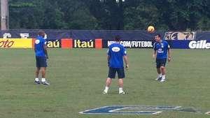 Dunga mostra habilidade em treino da Seleção Brasileira Video: