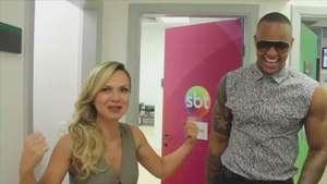 Eliana abraça fã emocionada e brinca com Léo Santana nos bastidores Video: