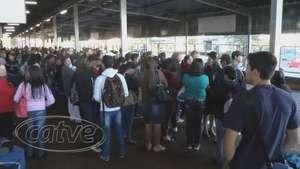 Trabalhadores do transporte público de Cascavel paralisam as atividades Video: