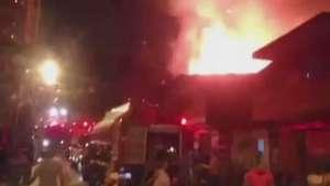 Câmera de celular registra correria durante incêndio em favela Video: