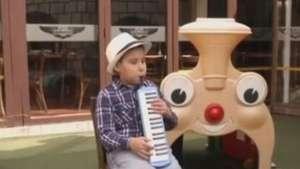 Menino cego boliviano de nove anos é prodígio do jazz Video:
