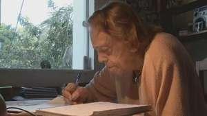 Eleitora de 104 anos tem 800 folhas de registros sobre Dilma Video: