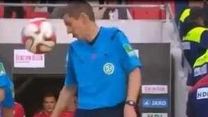 Bundesliga: bolada no árbitro e golaço marcam rodada Video: