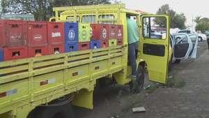 Jovens levam dinheiro e cheque de caminhão de bebidas no Maria Luiza Video: