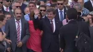 Reféns liberados pelo EI são recebidos com festa na Turquia Video: