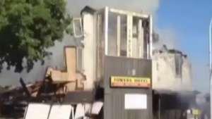 Gato escapa de prédio em chamas durante desabamento Video:
