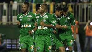 Veja gols de Chapecoense 3 x 0 Atlético-PR pelo Brasileiro Video: