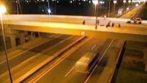 Vídeo mostra torcedores atirando pedras que mataram jovem em SC Video: