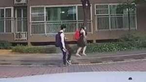 Casal faz sucesso com coreografia animada em rua do Japão Video:
