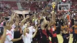 Flamenguistas festejam após título contra o Maccabi Tel Aviv Video: