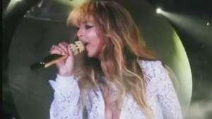 Blusa de Beyoncé abre durante show e mostra demais Video:
